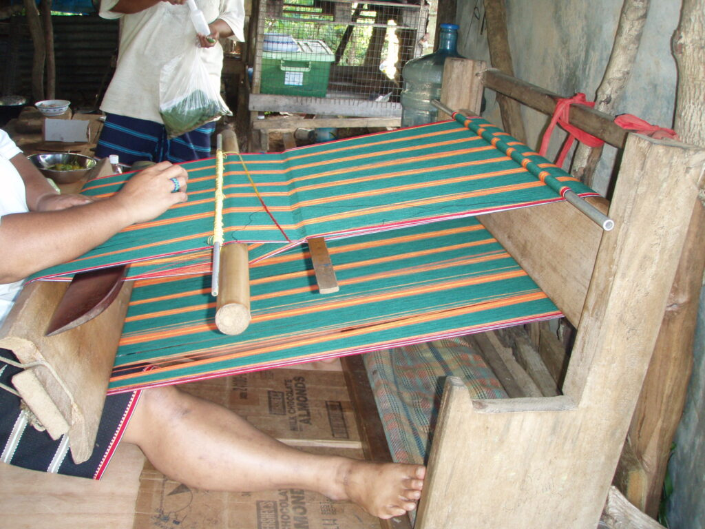 A lavalava loom in use